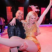 NLD/Hilversum/20130101 - 1e Liveshow Sterren dansen op het IJs 2013, Monique Sluyter en partner Humprey Proeve