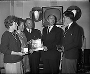 Gradam Inniu (Award today).<br /> 1961.