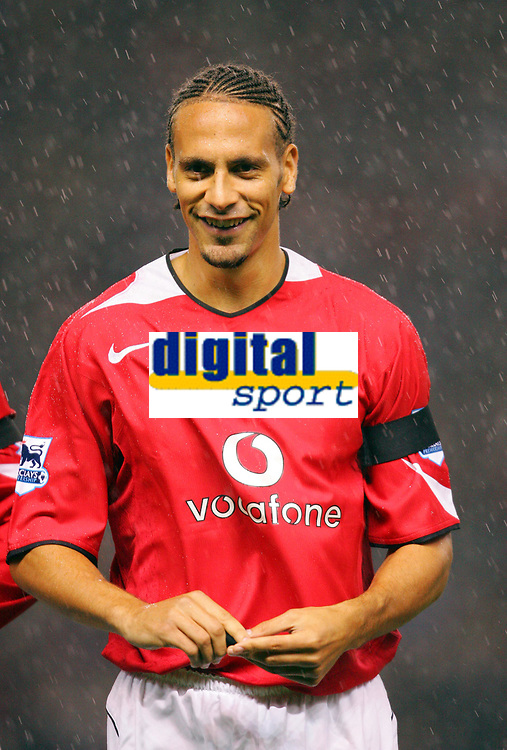 MANCHESTER, ENGLAND - MONDAY SEPTEMBER 20th 2004:  Manchester United's  Rio Ferdinand back in the game during the Premiership match against Liverpool at Old Trafford. (Photo by David Rawcliffe/Propaganda)