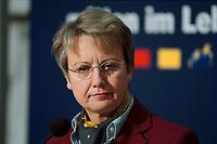 """25 JAN 2000, BERLIN/GERMANY:<br /> Annette Schavan, CDU, Stellv. Vorsitzende CDU und Kultusministerin Baden-Württemberg, während einer Pressekonferenz """"Bildungspolitischer Leitantrag"""", CDU Bundesgeschäftsstelle<br /> IMAGE: 20000125-01/01-14"""