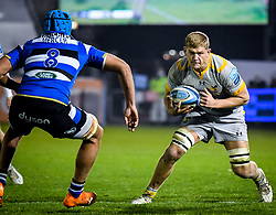 Jack Willis of Wasps carries towards Zach Mercer of Bath Rugby - Mandatory by-line: Andy Watts/JMP - 08/01/2021 - RUGBY - Recreation Ground - Bath, England - Bath Rugby v Wasps - Gallagher Premiership Rugby