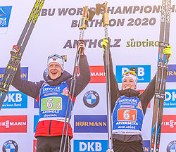 20.02.2020, Suedtirol Arena, Antholz, ITA, IBU Weltmeisterschaften Biathlon, Single Mixed Staffel, Flower Zeremonie, im Bild Weltmeister und Goldmedaillengewinner v.l. Marte Olsbu Roeiseland (NOR), Johannes Thingnes Boe (NOR) // World champion and gold medalist f.l. Marte Olsbu Roeiseland and Johannes Thingnes Boe of Norway during the Flowers ceremony for the Single mixed relay of IBU Biathlon World Championships 2020 at the Suedtirol Arena in Antholz, Italy on 2020/02/20. EXPA Pictures © 2020, PhotoCredit: EXPA/ Stefan Adelsberger
