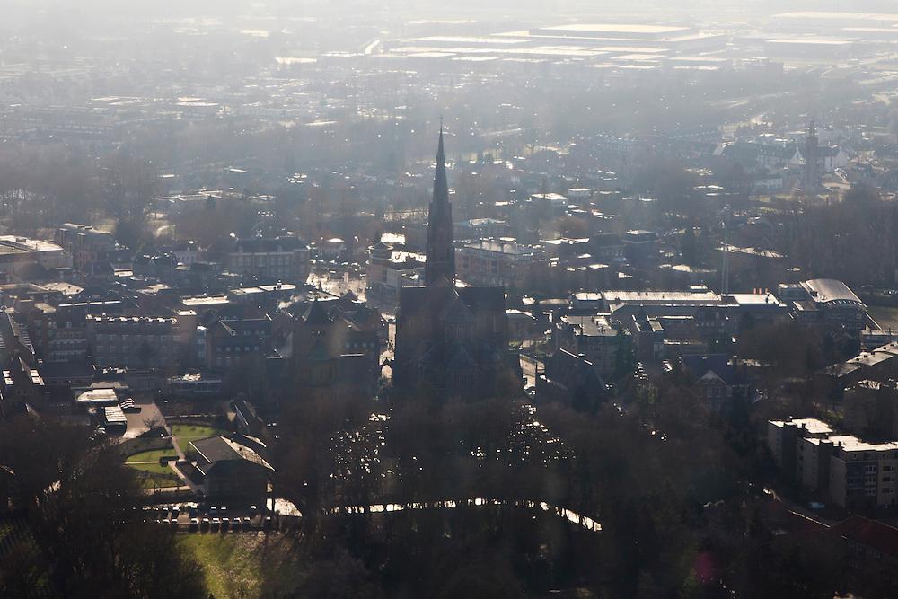 Nederland,  Noord-Brabant, Veghel, 10-01-2011;.Dorpskern van Veghel met kerk. Village center with the church in the village of Veghel. The Zuid_willemsvaart is to be seen top left..luchtfoto (toeslag), aerial photo (additional fee required).foto/photo Siebe Swart