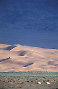 Hongoryn Els & gers<br /> Dines in basin surrounded by mountains<br /> Gobi Desert<br /> Mongolia