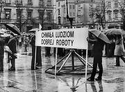 Manifestacja patriotyczna na Rynku Główny, Kraków, początek lat 80. XX wieku