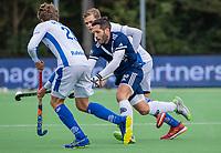 AMSTELVEEN - Agustin Mazzilli (Pinoke) met Silas Lageman (Kampong)  en Derck de Vilder (Kampong)   tijdens   hoofdklasse hockeywedstrijd mannen, Pinoke-Kampong (2-5) . COPYRIGHT KOEN SUYK