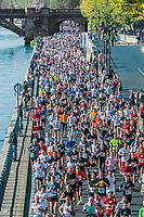 PARIS , FRANCE - APRIL 14 : marathon runners in waterfront at Paris International Marathon on April 14 , 2006 in Paris, France