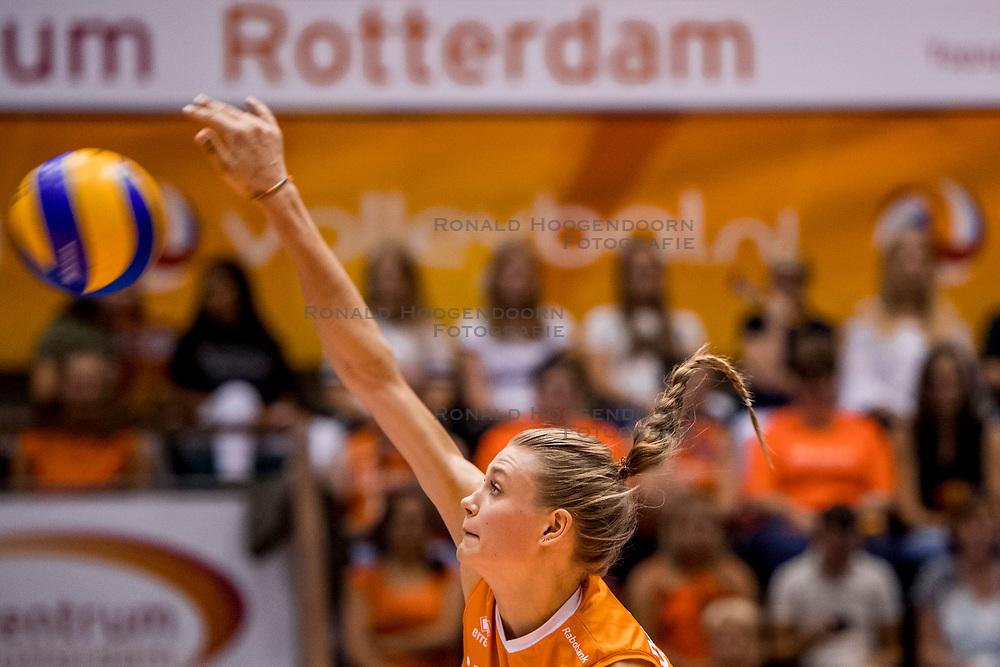26-08-2017 NED: World Qualifications Netherlands - Slovenia, Rotterdam<br /> De Nederlandse volleybalsters plaatsten zich eenvoudig voor het WK volgend jaar in Japan. Ook Slovenië wordt met 3-0 verslagen / Nika Daalderop #19 of Netherlands