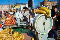 Russie, Siberie, Fédération de Irkoutsk, Irkoutsk, le marché des fruits // Russia, Siberia, Irkutsk, fruit market
