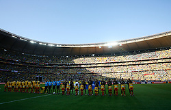 11.06.2010, Soccer City Stadium, Johannesburg, RSA, FIFA WM 2010, Südafrika (RSA) vs Mexico (MEX), im Bild The South African & Mexican teams line up for the National anthems, EXPA Pictures © 2010, PhotoCredit: EXPA/ IPS/ Mark Atkins