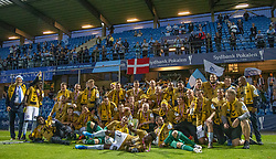 SønderjyskE-spillere jubler efter sejren i finalen i Sydbank Pokalen mellem AaB og SønderjyskE den 1. juli 2020 i Blue Water Arena, Esbjerg (Foto Claus Birch).