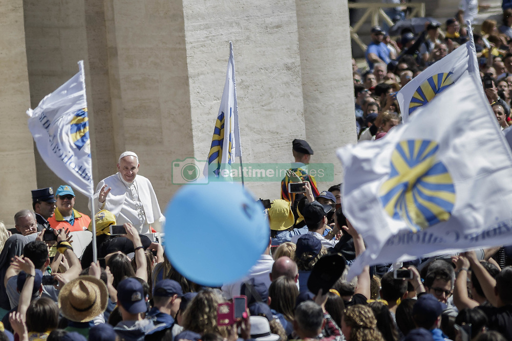 "April 30, 2017 - Vatican City, Vatican - Pope Francis joined members of the Italian lay Catholic group ""Azione Cattolica Italiana"" as they celebrated 150 years since their foundation during a special audierce in St. Peter's Square in Vatican City, Vatican. (Credit Image: © Giuseppe Ciccia/NurPhoto via ZUMA Press)"