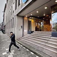 Nederland, Amsterdam , 10 april 2013.<br /> TMG gebouw op het Frederiksplein.<br /> TMG is één van de grootste mediabedrijven van Nederland met merken als De Telegraaf, SkyRadio en Hyves. Het bedrijf heeft een slecht jaar achter de rug, bleek onlangs bij de presentatie door Van Campenhout van de jaarcijfers.<br /> TMG bleef in 2012 met een nettoverlies van ruim 15 miljoen euro in de rode cijfers vanwege met name de slechte advertentiemarkt. Ook moest het ruim 36 miljoen euro afschrijven op de website Hyves. 'Hyves heeft niet aan onze financiële ambities voldaan, daar lopen we niet voor weg', zei Van Campenhout daar onlangs op BNR over. <br /> Foto:Jean-Pierre Jans