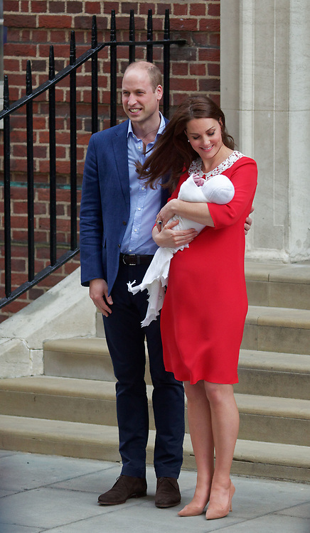 London, United Kingdom - 23 April 2018<br /> Prince William and Kate Middleton, The Duke and Duchess of Cambridge show off their new baby as they leave the Lindo Wing of St. Mary's Hospital, Paddington, London, England, UK, Europe.<br /> www.newspics.com/#!/contact<br /> (photo by: EQUINOXFEATURES.COM)<br /> Picture Data:<br /> Photographer: Equinox Features<br /> Copyright: ©2018 Equinox Licensing Ltd. +448700 780000<br /> Contact: Equinox Features<br /> Date Taken: 20180423<br /> Time Taken: 17521623
