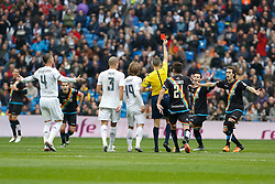 20.12.2015, Estadio Santiago Bernabeu, Madrid, ESP, Primera Division, Real Madrid vs Rayo Vallecano, 16. Runde, im Bild Referee shows a red card to Rayo Vallecano´s player // during the Spanish Primera Division 16th round match between Real Madrid and Rayo Vallecano at the Estadio Santiago Bernabeu in Madrid, Spain on 2015/12/20. EXPA Pictures © 2015, PhotoCredit: EXPA/ Alterphotos/ Victor Blanco<br /> <br /> *****ATTENTION - OUT of ESP, SUI*****