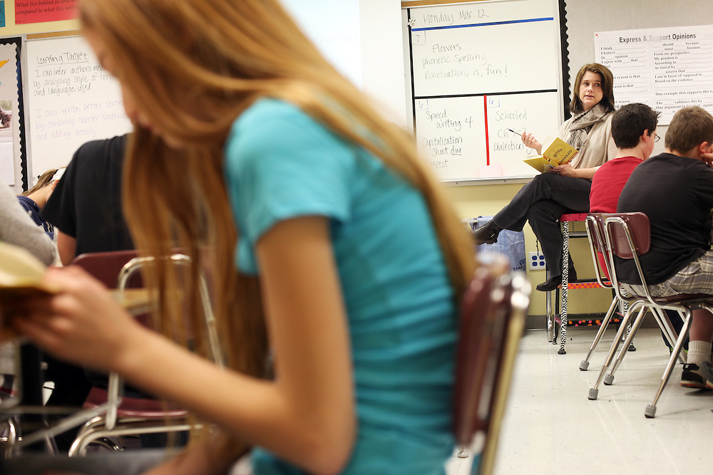 Becky Rediger teaches a reading class at Leslie Middle School in Salem on Monday, March 12, 2012.