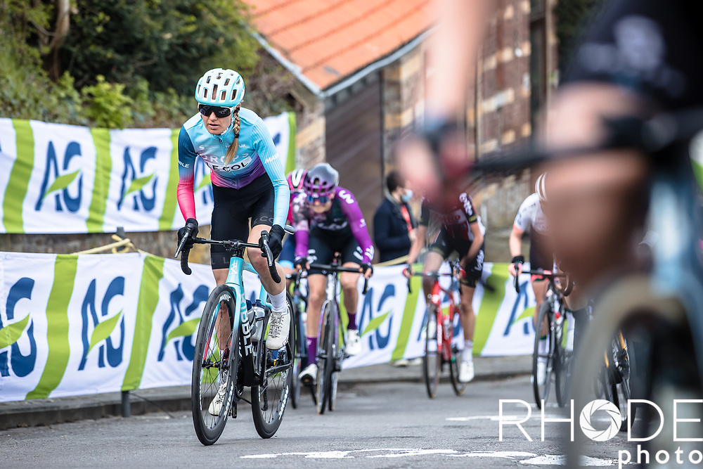 Joscelin Lowden (GBR/Drops LeCol) up the Mur de Huy<br /> <br /> 24th la Flèche Wallonne Féminin 2021 (1.UWT)<br /> 1 Day Race: Huy – Huy 130,5km<br /> <br /> ©RhodePhoto