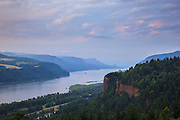 USA, Oregon, Columbia Gorge National Scenic Area, Vista House and the Columbia Gorge from Chanticleer Point at sunset