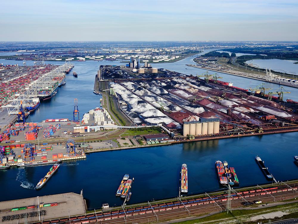 Nederland, Zuid-Holland, Rotterdam, 14-09-2019; Tweede Maasvlakte (MV2),  Hartelhaven (voorgrond), Amazonehaven, met ECT Delta Terminal(containers) en Mississippihaven met EMO (overslag droge bulk, zoals erts en kolen). Aan de Europaweg emplacementMaasvlakte van ProRail.<br /> Second Maasvlakte (MV2), Maasvlakte Plaza. Amazonehaven, with ECT Delta Terminal (containers) and Mississippihaven with EMO (transshipment of dry bulk, such as ore and coal). On the Maasvlakte Europaweg yard of ProRail.<br /> <br /> luchtfoto (toeslag op standard tarieven);<br /> aerial photo (additional fee required);<br /> copyright foto/photo Siebe Swart