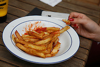 eating french fries, Paris