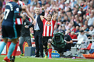 Sunderland Manager David Moyes  pints the way for Sunderland midfielder Steven Pienaar (20)  during the Premier League match between Sunderland and Middlesbrough at the Stadium Of Light, Sunderland, England on 21 August 2016. Photo by Simon Davies.