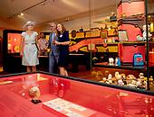 Koningin Máxima opent tentoonstelling over geldzaken