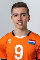 21-12-2018 NED: Photoshoot selection of Orange Young Boys, Arnhem <br /> Orange Young Boys 2018 - 2019 / Thijs Schunselaar #9