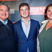 NLD/Amsterdam/20181025 - Inloop Victor Mids Live, Erwin van Lambaart en partner Pien en zoon