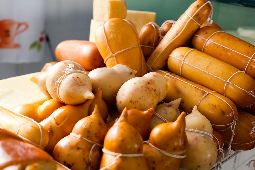 Tres Coracoes_MG, Brasil...Comercio de queijos em Tres Coracoes...Cheeses trade in Tres Coracoes...Foto: LEO DRUMOND / NITRO.....