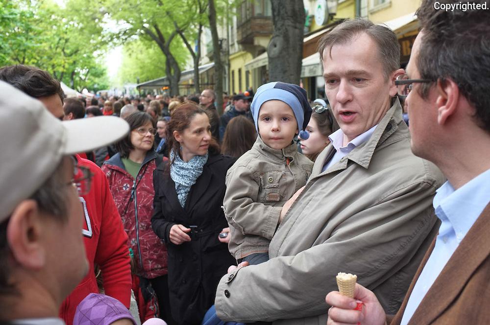 """Reportaz z podujatia """"Bratislava za zivot"""" v podani fotografa Antona Frica, www.fotoportal.sk"""