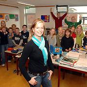 NLD/Huizen/20061128 - Juf Tamara Zuiderveld de Springplank Huizen doet mee aan EO datingprogramma