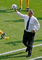 Photo: Glyn Thomas.<br />Italy v Australia. 2nd Round, FIFA World Cup 2006. 26/06/2006.<br /> Australia's manager Guus Hiddink.