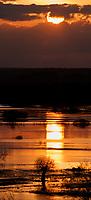 04.05.2013 Strekowa Gora woj podlaskie N/z rozlewiska Narwi o zachodzie slonca widziane z punktu widokowego w Strekowej Gorze fot Michal Kosc / AGENCJA WSCHOD