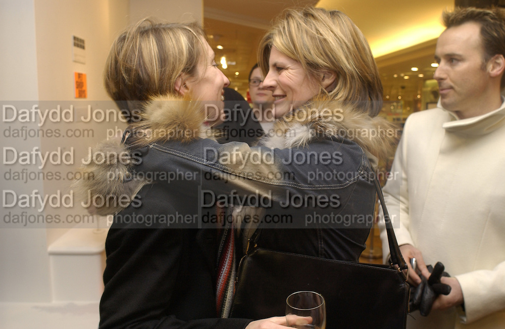 Sam Taylor-Wood and  Suzannah Constantine.  David furnish on right. Launch of Home and Dry,  Pet Shop Boys video made by Wolfgang Tillmans. Inside Space. Selfridges. 14 January 2001. © Copyright Photograph by Dafydd Jones 66 Stockwell Park Rd. London SW9 0DA Tel 020 7733 0108 www.dafjones.com