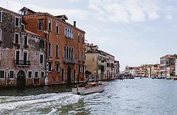 THEMENBILD - Wasserstrassen von Venedig bei Tag, aufgenommen am 04. Oktober 2019 in Venedig, Italien // Waterways of Venice by day, in Venice, Italy on 2019/10/04. EXPA Pictures © 2019, PhotoCredit: EXPA/Stefanie Oberhauser