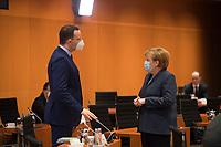 DEU, Deutschland, Germany, Berlin, 16.12.2020: Bundesgesundheitsminister Jens Spahn (CDU) und Bundeskanzlerin Dr. Angela Merkel (CDU) vor Beginn der 124. Kabinettsitzung im Bundeskanzleramt. Aufgrund der Coronakrise findet die Sitzung derzeit im Internationalen Konferenzsaal statt, damit genügend Abstand zwischen den Teilnehmern gewahrt werden kann.