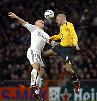 Photo: Chris Ratcliffe.<br /> Real Madrid v Arsenal. UEFA Champions League. 2nd Round, 1st Leg. 21/02/2006.<br /> Thomas Graveson of Real Madrid tussles with Freddie Ljungberg of Arsenal