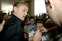 Photo: Jed Wee.<br />Newcastle United Press Conference. The Barclays Premiership. 24/07/2006.<br />New Newcastle signing Damien Duff is mobbed by fans on his arrival at St. James' Park.