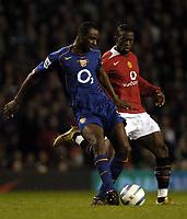 Fotball<br /> Premier League 2004/2005<br /> Foto: BPI/Digitalsport<br /> NORWAY ONLY<br /> <br /> 24/10/2004 <br /> Manchester United v Arsenal<br /> <br /> Patrick Vieira passes under pressure from Louis Saha