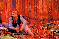 Chine. Province du Sinkiang (Xinjiang). Marché de Upal dans les environs de Kashgar. Population Ouigour. // China. Sinkiang Province (Xinjiang). Upal market near Kashgar. Ouigour ethnic group.