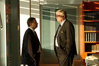 16 JAN 2002, BERLIN/GERMANY:<br /> Christoph Zoepel, SPD, Staatsminister im Auswaertigen Amt, und Bodo Hombach, SPD, Sonderkoordinator des Stabilitaetspaktes a.D., im Gespraech, vor Beginn der Kabinettsitzung, Bundeskanzleramt<br /> IMAGE: 20020116-01-002<br /> KEYWORDS: Kabinett, Sitzung, Christoph Zöpel