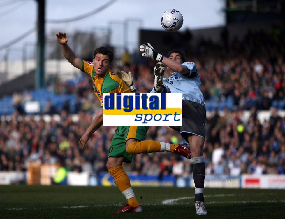 Photo: Rich Eaton.<br /> <br /> Cardiff City v Norwich City. Coca Cola Championship. 10/03/2007. Chris Martin left of Norwich and Neil Alexander of Cardiff
