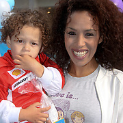 NLD/Amsterdam/20090906 - Premiere film Up, Glennis Grace en zoontje Anthony