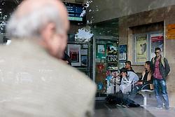 15.09.2015, Bahnhof, Freilassing, GER, Flüchtlingskrise, Grenzkontrollen, im Bild Flüchtlinge in der Wartehalle. Deutschland hat wegen der Flüchtlingskrise wieder Grenkontrollen eingeführt // REfugees at the Train Station. Germany re-imposed border controls after thousands of refugees arriving every day, Train Station, Freilassing, Germany on 2015/09/15. EXPA Pictures © 2015, PhotoCredit: EXPA/ JFK