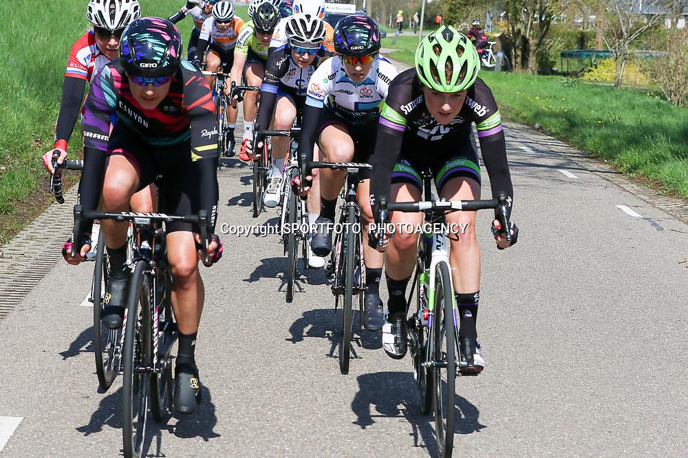 16-04-2016: Wielrennen: IJsseldelta Topcompetitie vrouwen: Zwolle<br />ZWOLLE (NED) wielrennen<br />Wind was in deze editie de grootste tegenstanders van de vrouwen. Hannah Barnes, Floortje Mackay
