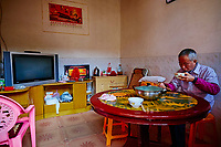 """Chine, Province du Fujian, village de Chuxi, maison forteresse en terre et en bois où logent les membres d'une meme famille de l'ethnie Hakka, inscrit au patrimoine mondial de l'Unesco, cuisine d'une habitation // China, Fujian province, Chuxi village, Tulou mud house. well known as the Hakka Tulou region, in Fujian. In 2008, UNESCO granted the Tulou """"Apartments"""" World Heritage Status, siting the buildings as exceptional examples of a building tradition and function exemplifying a particular type of communal living and defensive organization. The Fujian Tulou is """"the most extraordinary type of Chinese rural dwellings"""" of the Hakka minority group and other people in the mountainous areas in southwestern Fujian, kitchen of private house"""