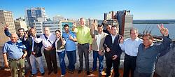 José Fortunati, Sebastião Melo e os demais representantes dos partidos da coligação após reunião na manhã deste domingo, 01 de julho de 2012. FOTO: Jefferson Bernardes/Preview.com