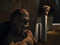 Buste de Silene, satyre.<br /> Lemusee gallo-romain de Lyona ete construit pres des theatres romains, sur la colline deFourviere, situee autrefois au cœur de la cite romaine de Lugdunum. <br /> Capitale de la province Lyonnaise, c etait une cite gallo-romaine importante et prospere qui a laisse de nombreux vestiges.<br /> Le musee actuel, construit par l architecteBernard Zehrfussa ete inaugure en 1975. Le batiment est inscrit en bordure du site antique, enterre sous la colline de fourviere.Les deux monuments majeurs de la cite : le theatre et l odeon, sont desormais integres au secteur classePatrimoine Mondialpar l UNESCO.A l interieur, on y accede par une rampe en beton brut descendant en spirale et se ramifiant vers des paliers destines a l exposition des collections du musée.<br /> Ce musee reçoit a peu pres 100 000 visiteurs par an.