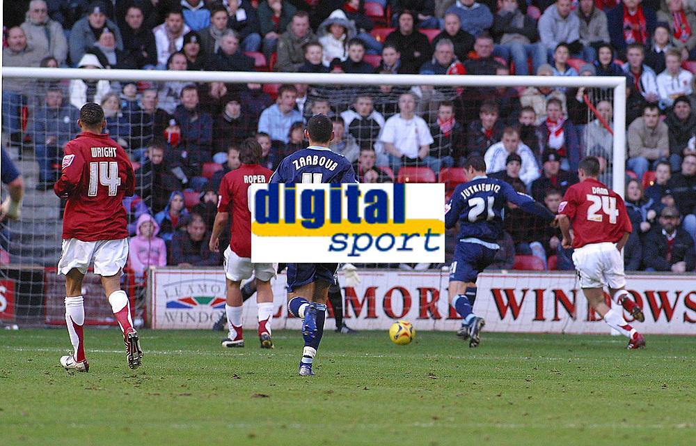 Photo: Dave Linney.<br />Walsall v Swindon Town. Coca Cola League 2. 09/12/2006.<br />Swindon's Lucas Jutkiewicz(21) makes it 1-0.
