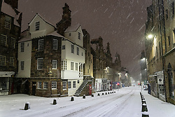 Edinburgh, Scotland, UK. 10 Feb 2021. Big freeze continues in the UK with heavy overnight and morning snow in the city. Pic; The Royal Mile at John Knox House. Iain Masterton/Alamy Live news